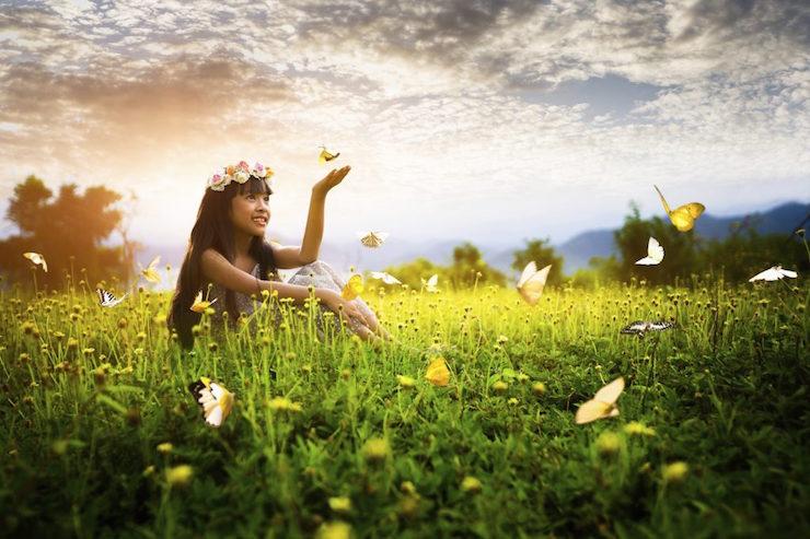 In der griechischen und römischen Mythologie aber auch bei den Schamanen gilt der Schmetterling als Botschafter aus dem Jenseits.