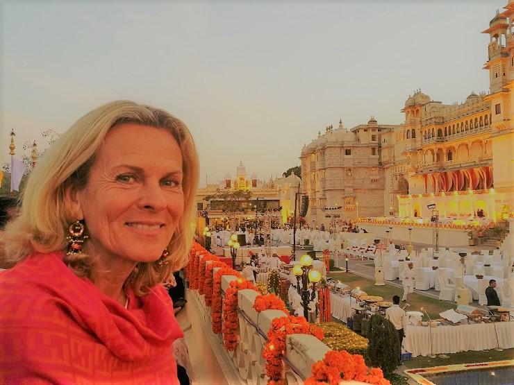 Ich erlebe das Holi-Festival in Udaipur. Symbolisch gesehen ist Holi der Triumph der göttlichen Kraft über das Böse und der Frühling hält Einzug.