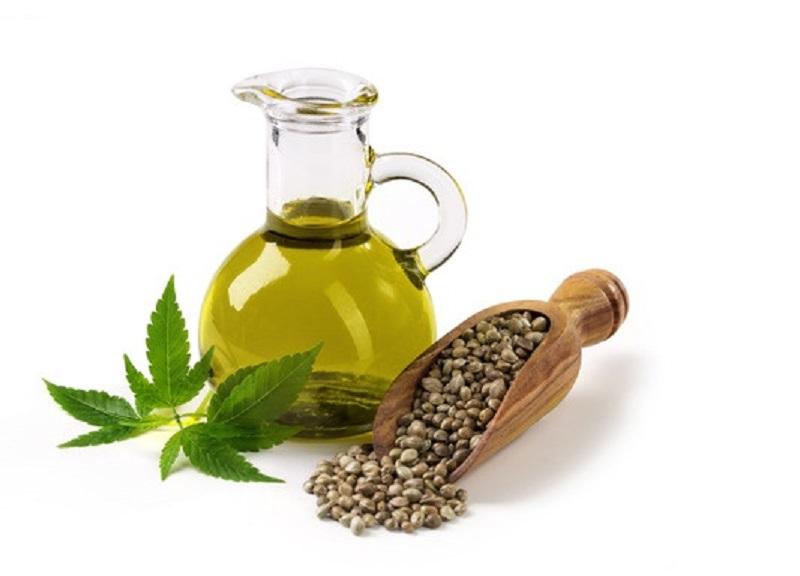 Hanföl kommt dem natürlichen Fettsäuregehalt unserer Haut am nächsten und unterstützt so besonders wirksam den Regenerationsprozess der Haut.