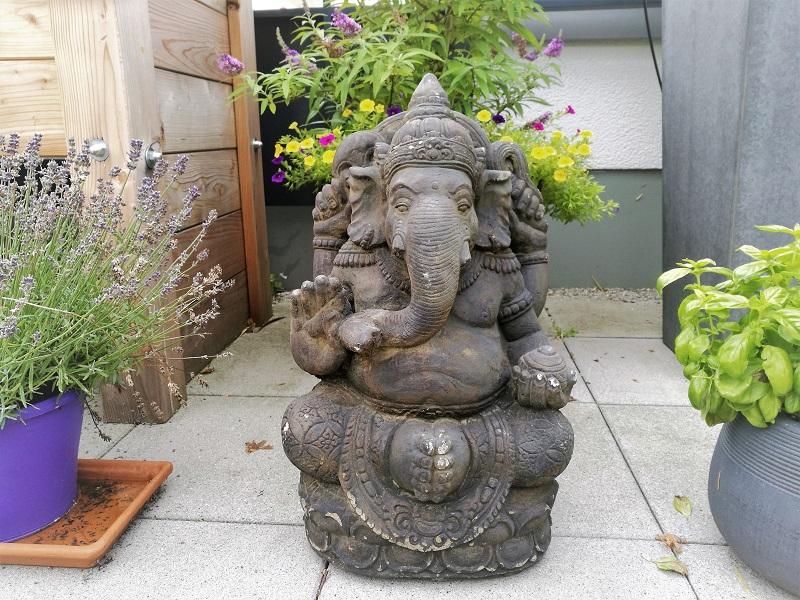 In Indien gibt es Millionen Götter, da wird es kompliziert, den Richtigen herauszupicken. Mein Lieblingsgott ist Ganesha, der Gott mit dem Elefantenkopf